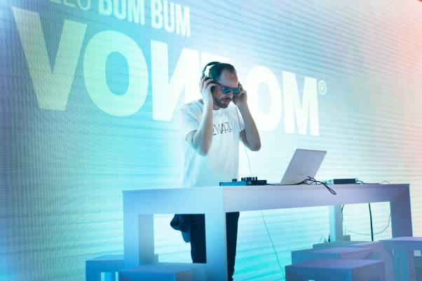 dj-hello-summer-vondom
